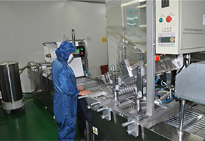 Automatic-Packaging-Machine-for-Disposable-syringe-in-Blister-packing-.jpg